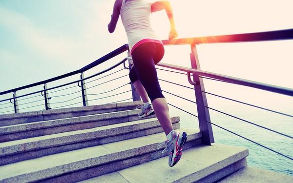Scările, mai bune decât sala de fitness. Iată cum să slăbeşti urcând scările