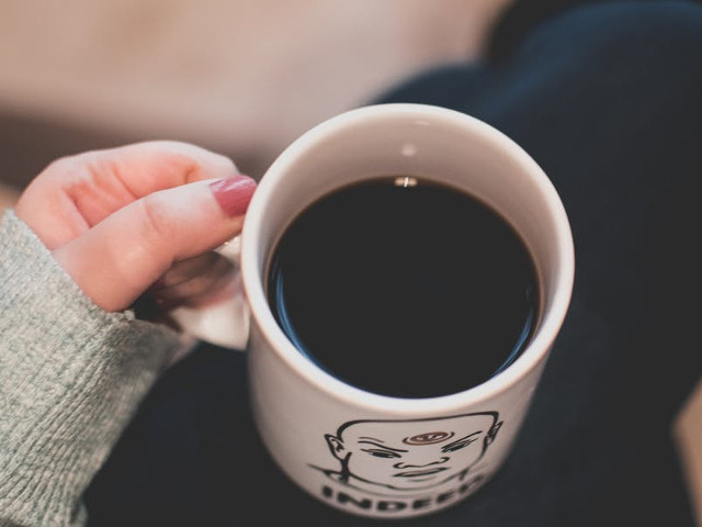 cafeaua neagră te ajută să arzi grăsime