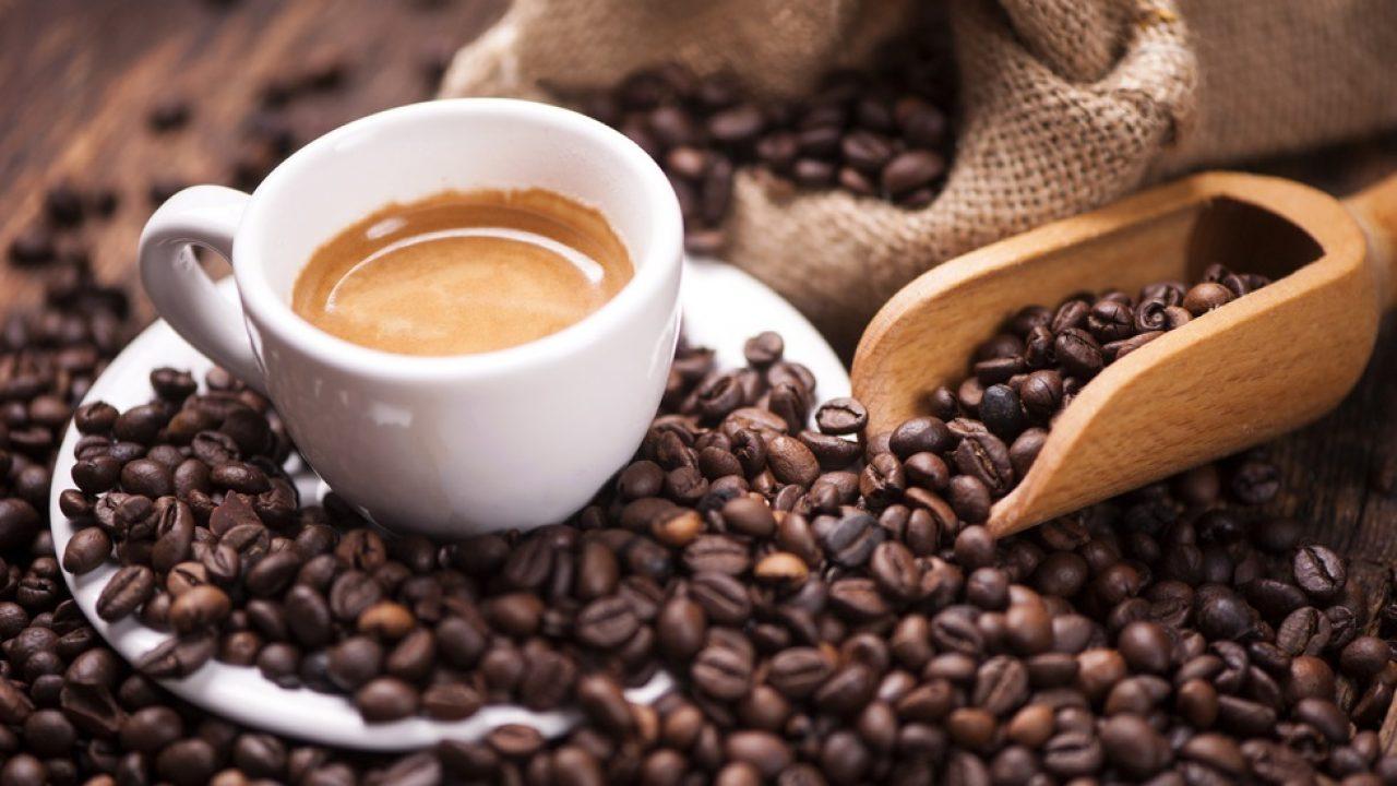 Ce să amesteci în cafeaua de dimineaţă ca să slăbești văzând cu ochii