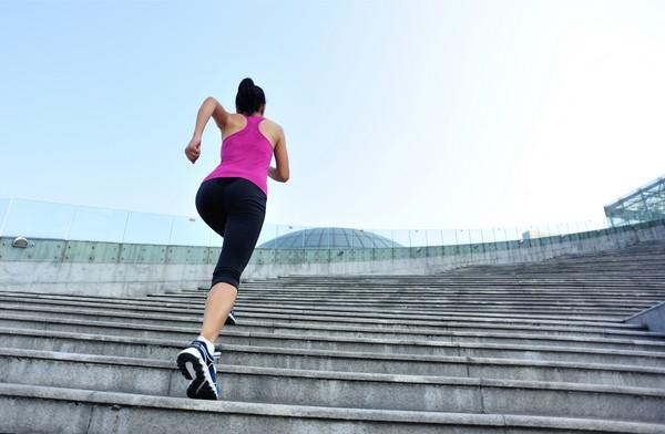 De câte kilograme te scapă 6 etaje urcate zilnic