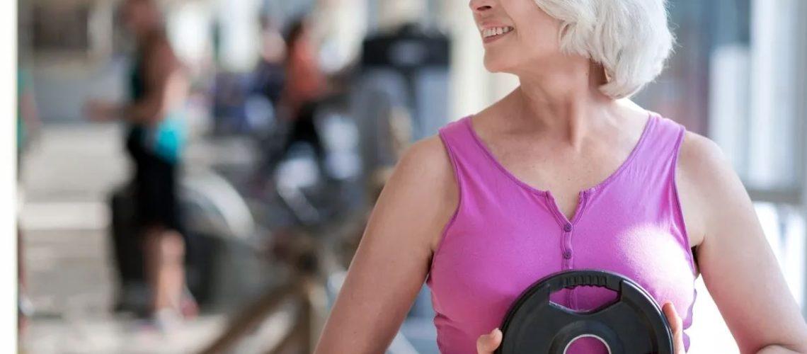 femeie cu pierdere în greutate peste 50 de ani cel mai bun mod de a arde numai grăsimea